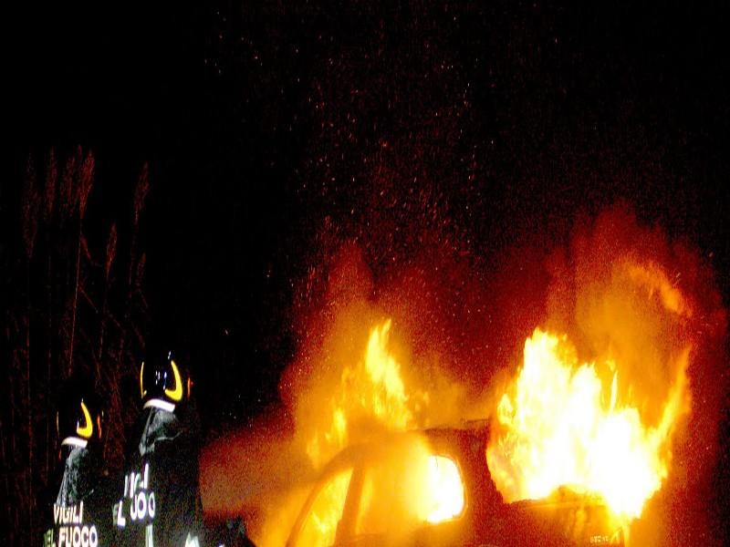 Causò oltre 100 incendi d'auto a Roma Sud, scoperto il piromane che agiva spesso all'Eur
