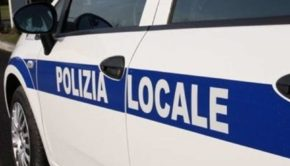 Villa Doria Pamphilj, rifiuti e accampamenti di fortuna. La Polizia Locale sgombera l'area
