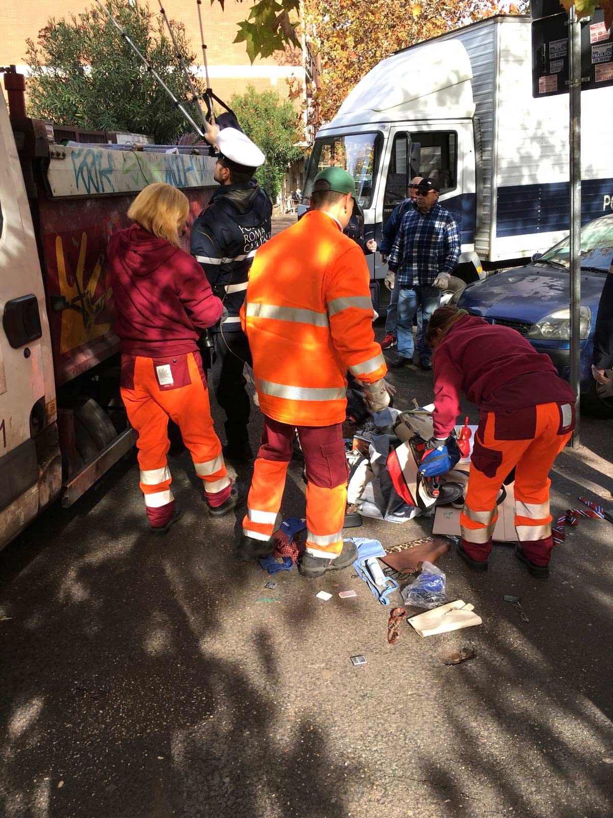 Roma, in via del Quadraro la Polizia Locale interviene contro i venditori abusivi
