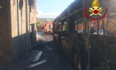 Via Aurelia, un autobus Atac linea 46 prende fuoco: sedate le fiamme