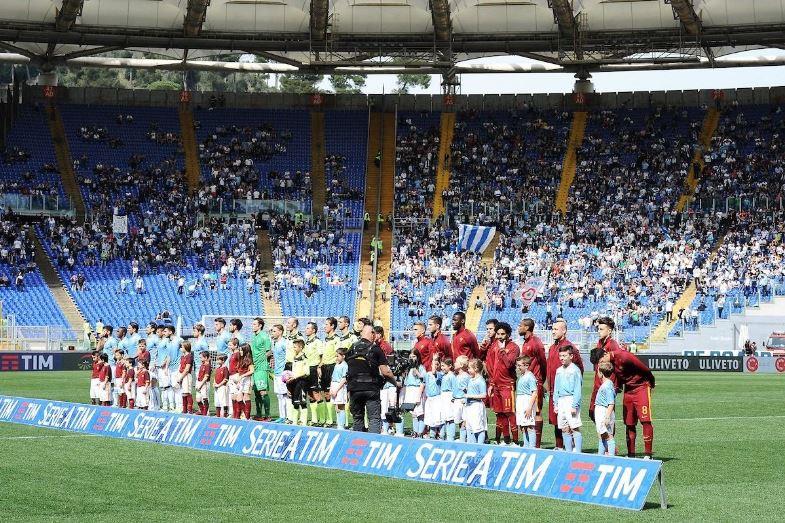 Massima attenzione per il derby Roma Lazio dopo che un uomo vendeva biglietti su internet a prezzi stracciati della partita contro il Barcellona