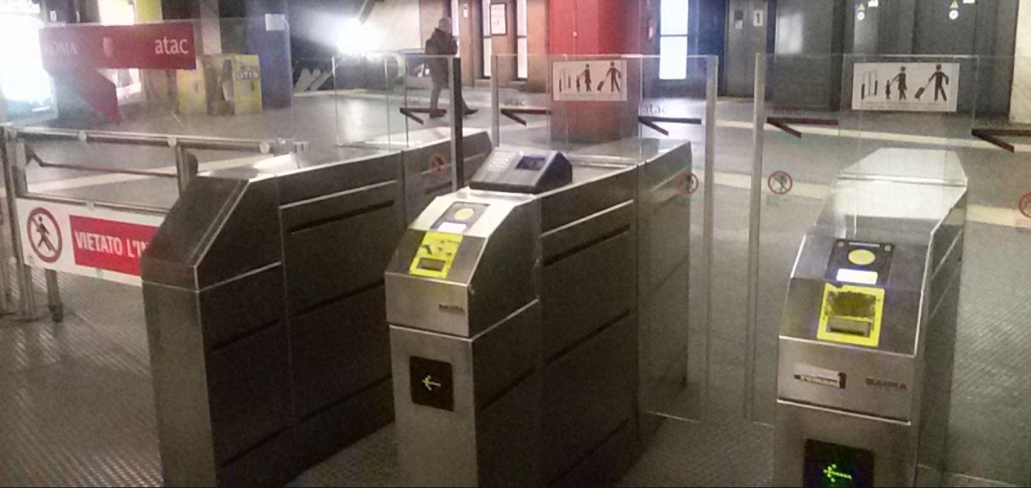 Roma, tragedia sulla Linea B della Metro: muore una donna sulla banchina