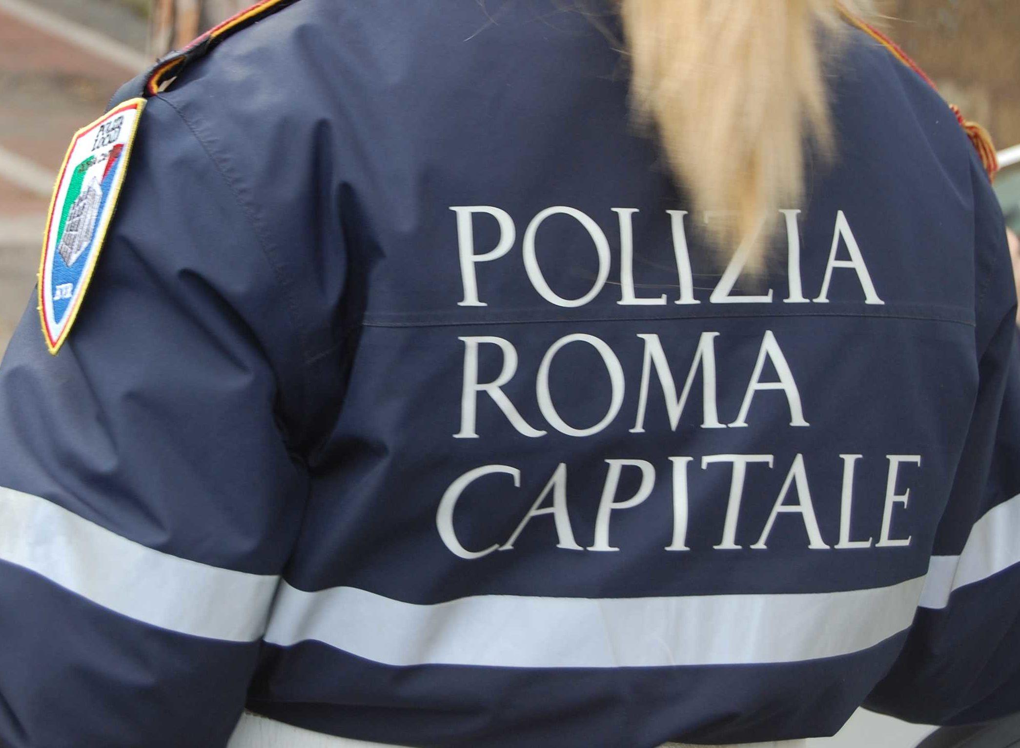 Roma, controlli della Polizia di Stato e Locale nella zona del Vaticano a contrasto del commercio abusivo