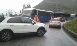 Strada statale 637 di Frosinone e di Gaeta, olio in strada: prestate attenzione