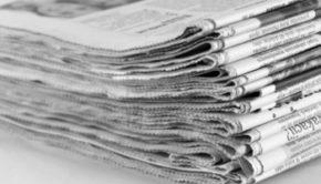 Uomo scopre sul giornale di essere morto: i dettagli di una notizia che sembra una fake news