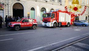 Roma, fuga di gas su strada in via Cavour: vigili del fuoco sul posto