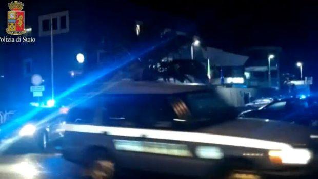 Ostia, ladri di appartamento pizzicati sul fatto si danno alla fuga: un giovane arrestato, l'altro è scappato