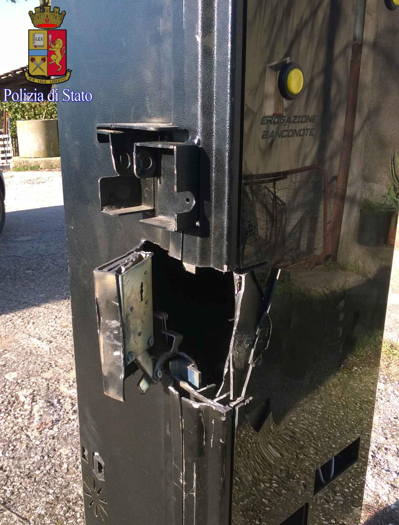 Colleferro, rubano l'apparecchio per il cambio dei soldi in una slot machine: rintracciati grazie al GPS e arrestati