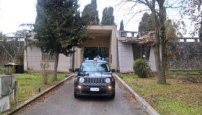 Colleferro, 61enne del luogo spacciava droga tra le lapidi del Cimitero Comunale: arrestato