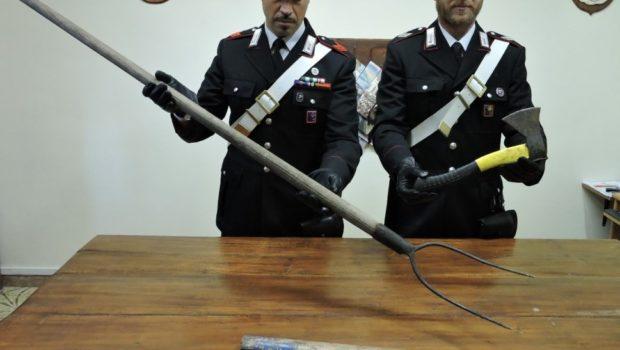Rocca Priora, rissa in famiglia a colpi di accetta e forcone per una figlia contesa: tre arresti