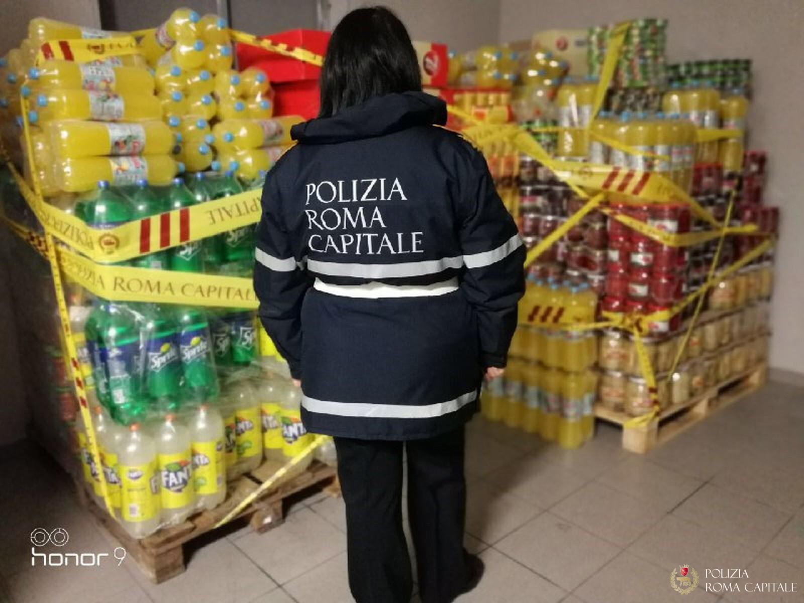 Tor Tre Teste, la Polizia Locale blocca il commercio all'ingrosso di cibi non a norma (FOTO)