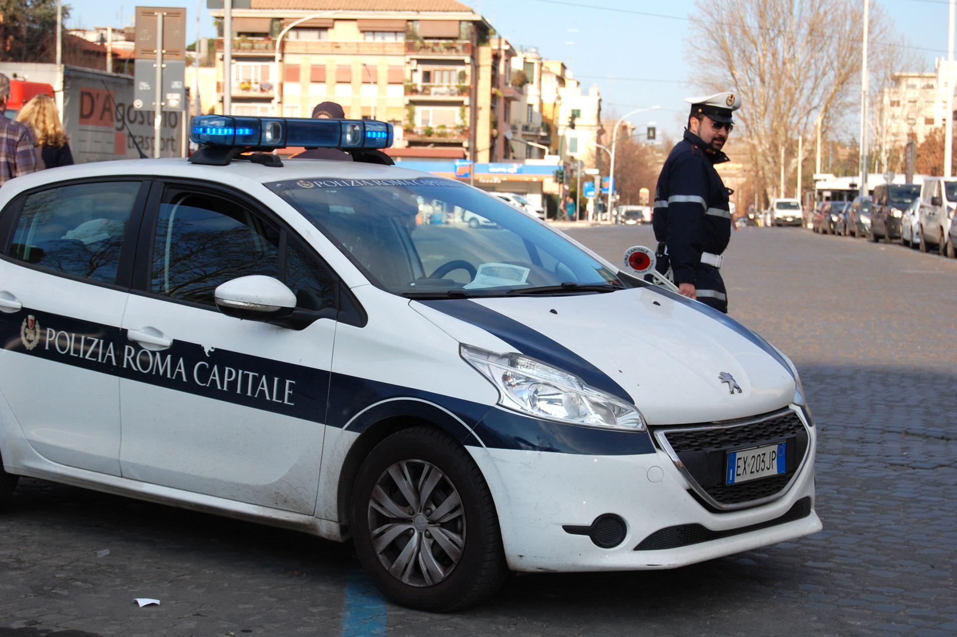 Tor Bella Monaca, scoperti altri dieci appartamenti occupati abusivamente. L'intervento della Polizia Locale