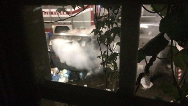 Tor Pignattara, cassonetti in fiamme per la sesta volta in pochi mesi: tragedia sfiorata (FOTO)
