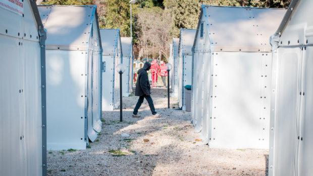 Roma, senza fissa dimora del centro d'accoglienza Better Shelter scrivono al Sindaco Virginia Raggi: 170 persone rischiano di tornare in strada a maggio