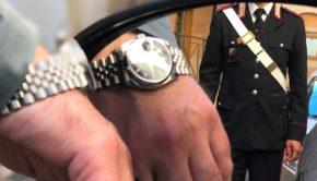 Truffa dello specchietto a San Cesareo. Si fecero dare 3000 euro per un orologio e disse di appartenere a noto clan: arrestati