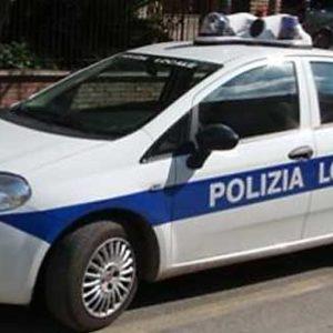 Arrestato in Viale della Moschea per aver aggredito la compagna: in casa aveva armi da taglio (FOTO)