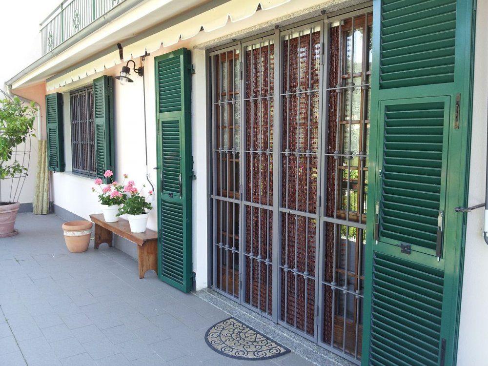 Operazione estate sicura il vademecum della polizia per rendere sicura la propria abitazione - La casa con le finestre che ridono ...