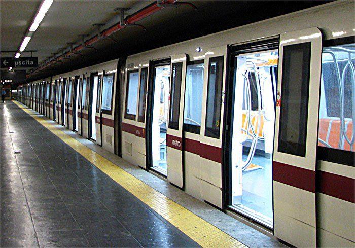 Tragedia a Roma: 33enne suicida sui binari della Metro A. Circolazione sospesa tra Ottaviano e Anagnina