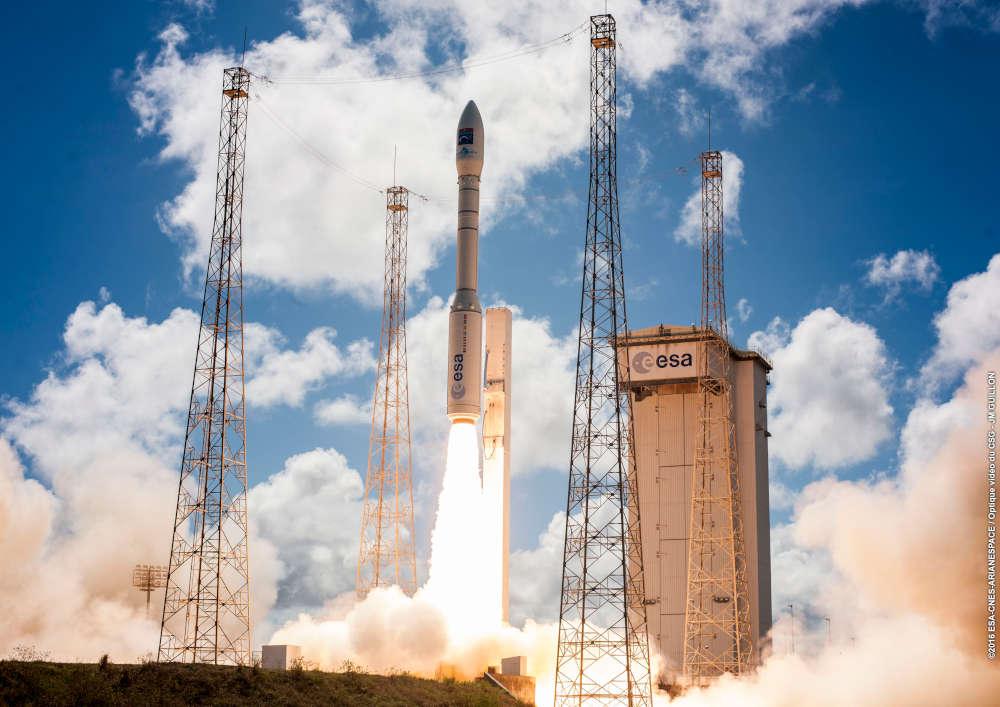 L'azienda spaziale di Colleferro ha annunciato cheun team tutto italiano di circa 60 persone, tra ingegneri e tecnici,è partito dall'aeroporto di Fiumicino per la Guyana francese.
