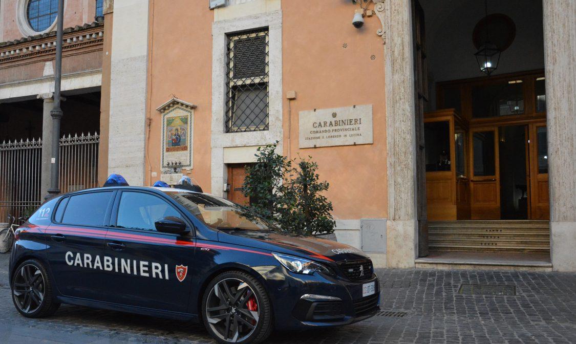 Via Cavour, tenta borseggio ma la vittima è un ufficiale donna dei carabinieri: arrestato