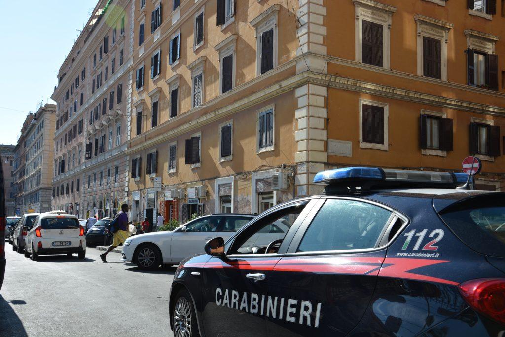 Esquilino/Prenestino, prelievi fraudolenti con carta rubata: coppia di giovani nei guai