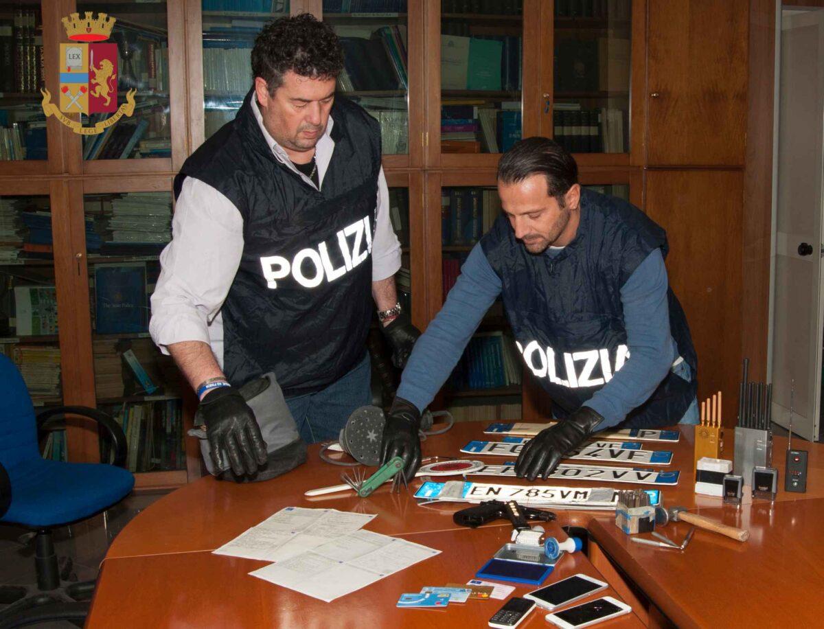 Carrozzeria abusiva a Castelverde: un arresto e quattro denunciati. Rinvenute auto clonate, documenti di circolazione contraffatti e una pistola rubata