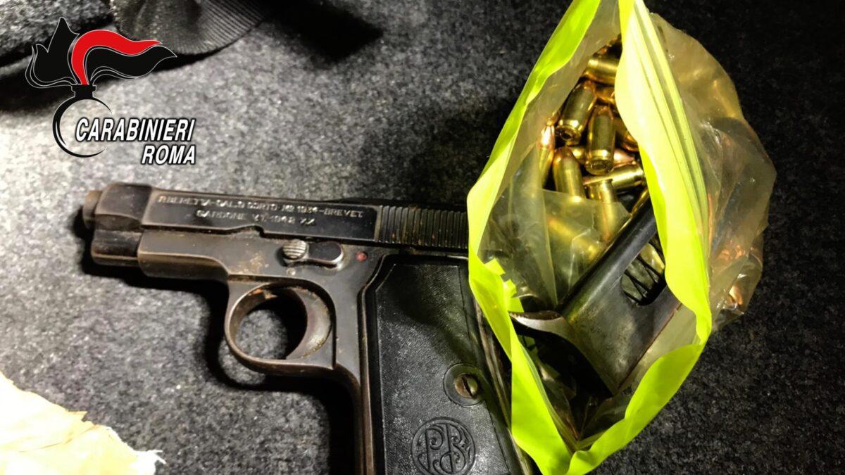 #Cinecittà, pistole nascoste sui motorini rubati: i Carabinieri scoprono base logistica dei rapinatori in via Marco Dino Rossi (FOTO)