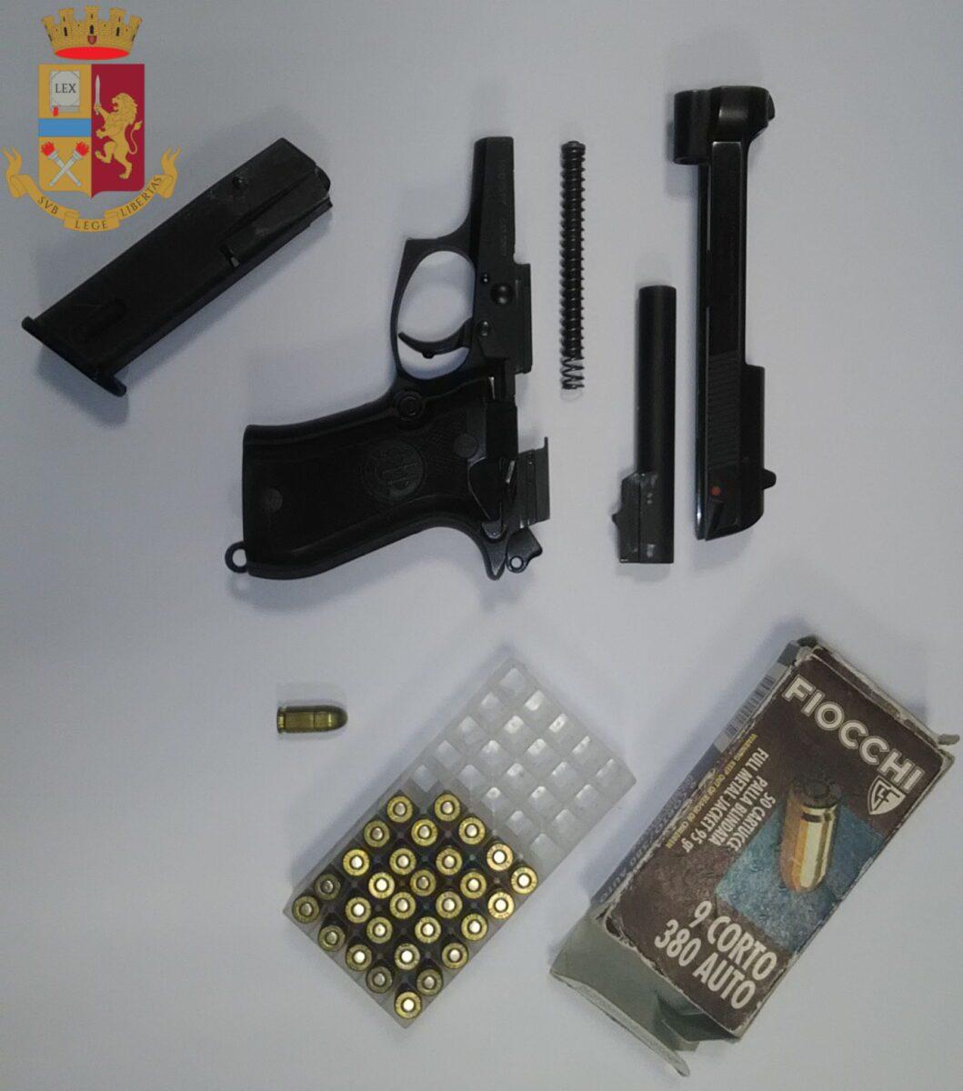 Via Cassia, denunciato uomo per minacce, porto abusivo di arma da fuoco e spendita di monete false