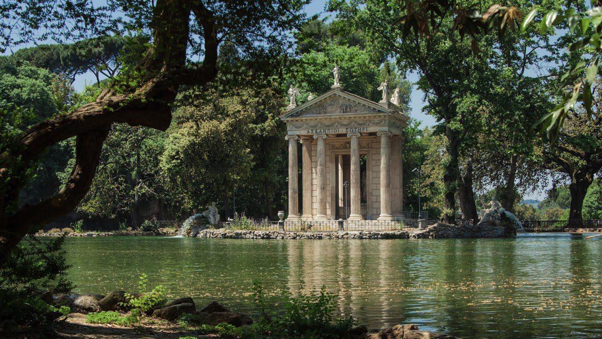 Villa Borghese tenta di scippare uno smartphone