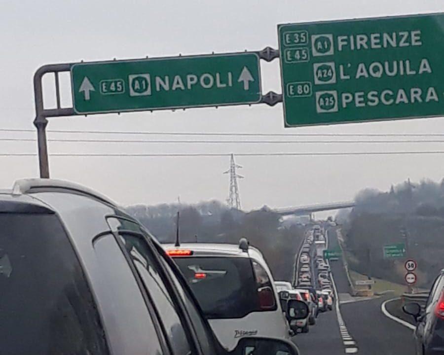 Autostrada A1 incidente tra A24 e Roma Sud oggi 29 gennaio 2020