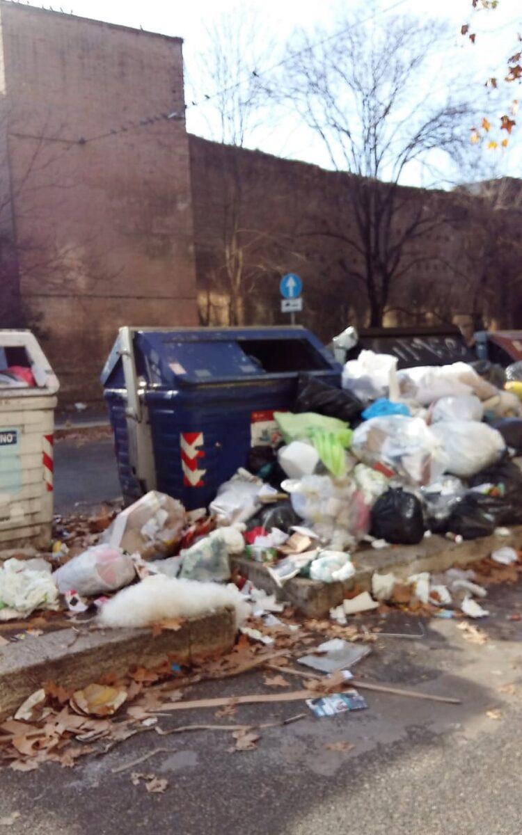 Roma, emergenza rifiuti, 5000 euro di risarcimento a famiglia