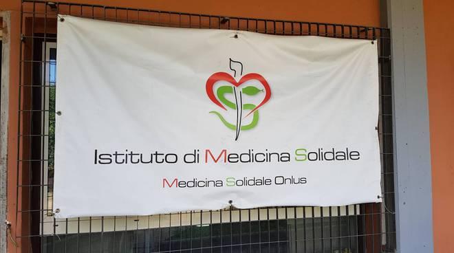 In un anno accolte e visitate oltre 10mila persone negli ambulatori di strada della periferia di Roma grazie a Medicina Solidale