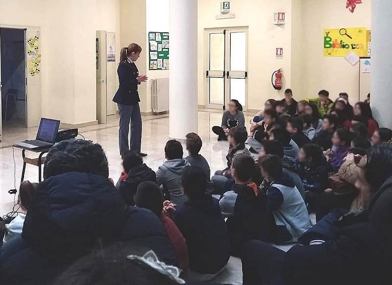 Coreno Ausonio, incontro tra studenti dell'Istituto Comprensivo di Esperia e il personale del Commissariato di Cassino
