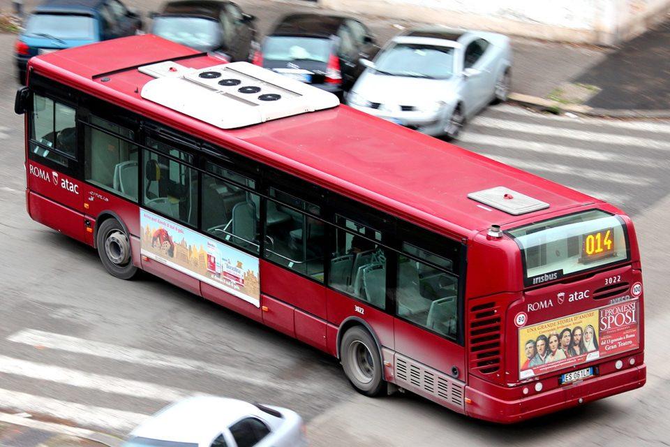 roma atac autobus 40 minacciato cavatappi