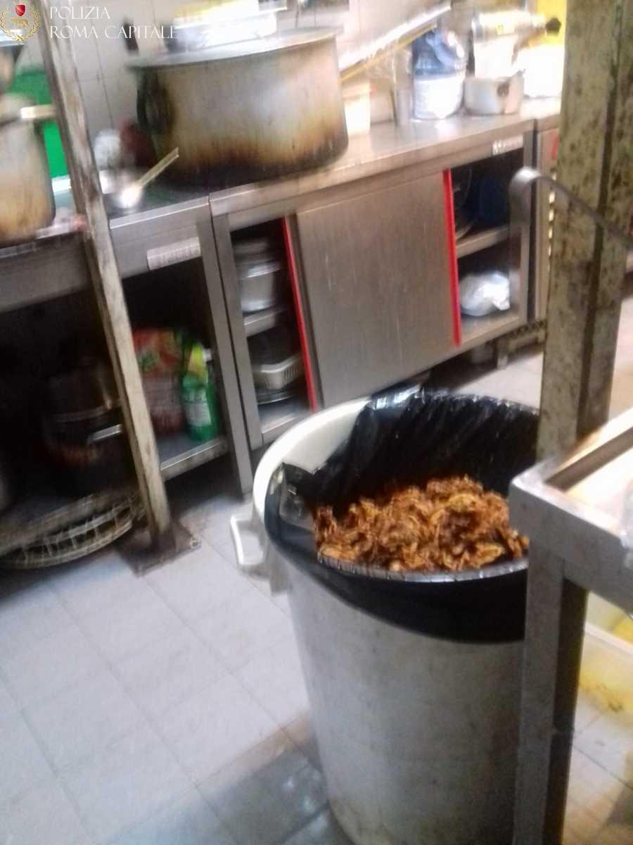 Ostiense, chiuso ristorante etnico per gravi condizioni igienico-sanitarie: presenza di blatte