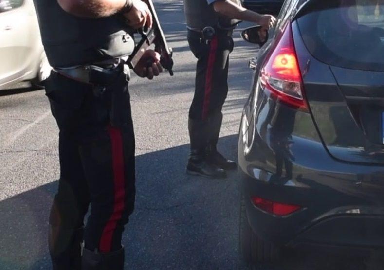 Monteverde, due giovani rubano uno scooter e tentano di sfuggire ai Carabinieri, ma qualcosa va storto