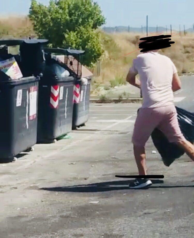 """Roma, arrivano le prime multe per gli """"zozzoni dei rifiuti"""" a Tor Vergata"""
