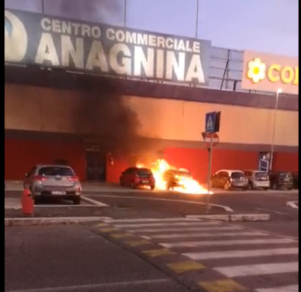 anagnina incendio centro commerciale