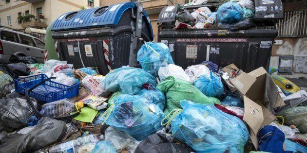 Quadraro, ancora rifiuti in fiamme: residenti esasperati