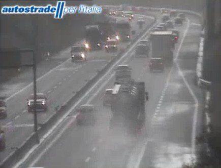 Autostrada A1 incidente tra Roma Nord e Ponzano Romano camion auto oggi 11 febbraio 2020