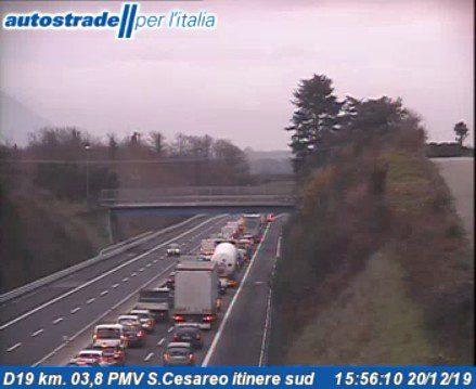Autostrada A1 Roma Napoli incidente bivio diramazione Roma Sud oggi 20 dicembre 2019
