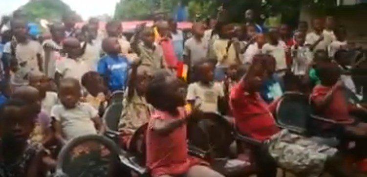 """Coronavirus, arriva all'Italia la solidarietà dei bambini africani: """"Tutti insieme ce la faremo!"""" (VIDEO)"""