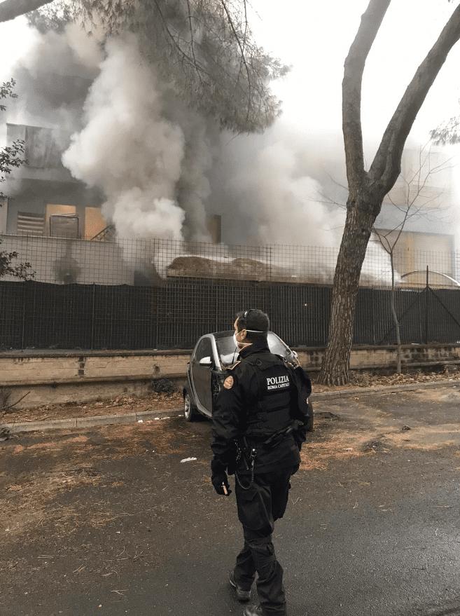 Coronavirus. Torre Maura, incendio nel centro di accoglienza: Polizia Locale sul posto