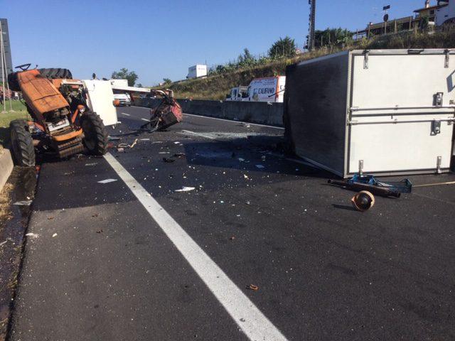 Tragico incidente sulla SS148 Pontina: strada chiusa ed eliambulanza sul posto