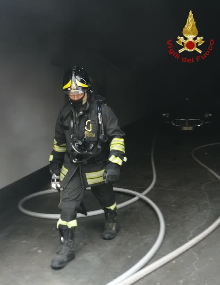 magliana incendio azienda automobili