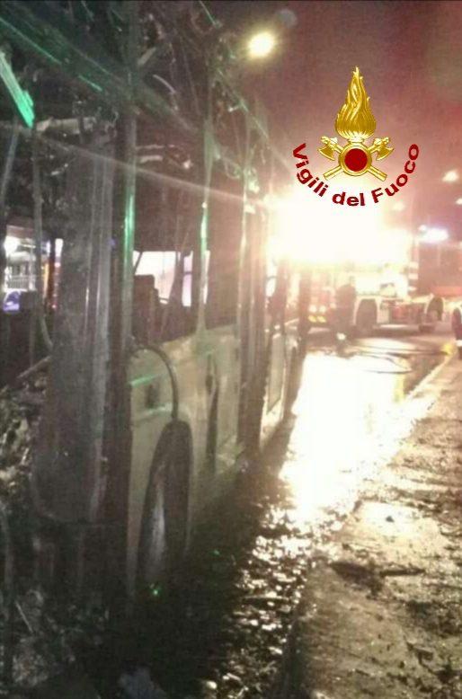 roma la storta incendio autobus tpl via cassia piazza visione