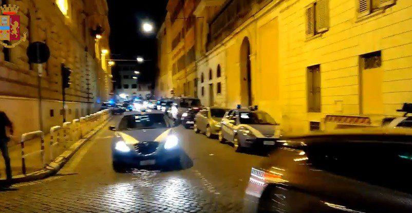 Furti e danneggiamenti: 5 arresti tra Termini, San Giovanni ed Esquilino. Un 31enne si è messo a danneggiare i mezzi in sosta