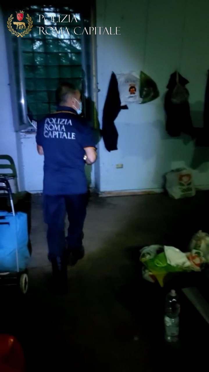 roma villa pamphilj occupazione abusiva uomo dormiva casina rossa