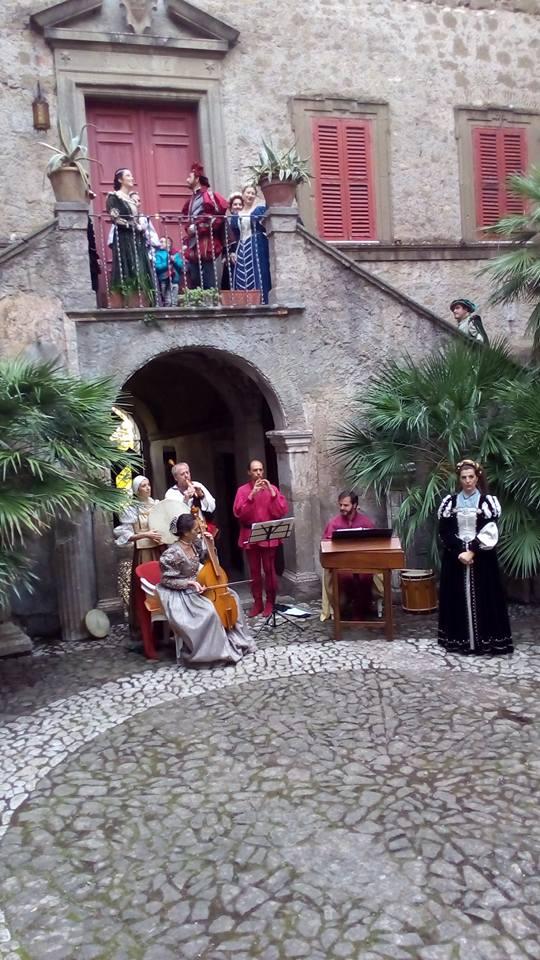 Sermoneta, soavi melodie al Castello Caetani lungo i cammini dei pellegrini