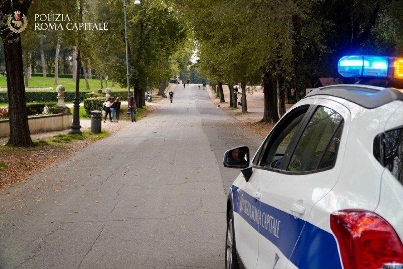 Roma, controlli rispetto norme anti covid: multati locali che somministrano cibo e bevande dopo le 18 e violatori del coprifuoco